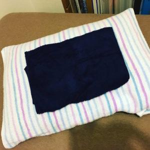 泉州タオルお客様J.O様の声のフェイスタオル写真(枕の上)